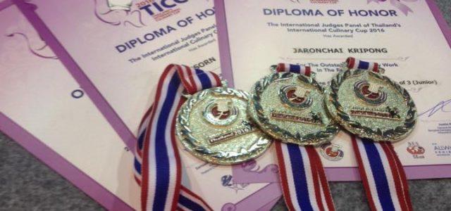 ภาพบรรยากาศ นักศึกษาสาขาวิชาอุตสาหกรรมการบริการอาหาร เข้าร่วมการประกวดแข่งขันในงาน Thailand's International culinary cup (TICC) 2016
