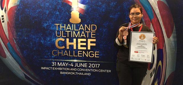 ขอแสดงความยินดีและชื่นชม นางสาววรรณษร ทองสุขดี นักศึกษาสาขาวิชาอุตสาหกรรมการบริการอาหาร ที่ได้รับรางวัลเหรียญทองแดง ในการแข่งขันรายการ Amazing phadthai ที่ผ่านมาครับ Credit ภาพ : ผู้ช่วยศาสตราจารย์ณนนท์ แดงสังวาลย์